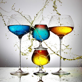 4 Glass and multicoloured splash by Peter Salmon - Artistic Objects Glass ( colour, water, splashing, glasses, glass )