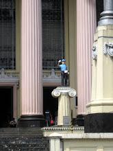 Photo: Центральный почтампт. Памятник почтальону