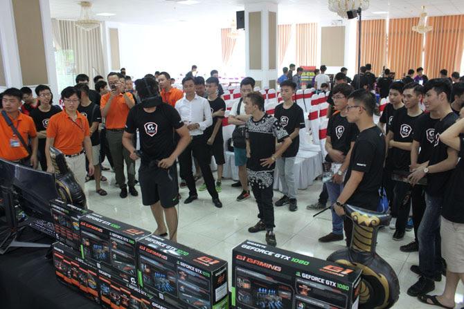 Người tham gia cũng được trải nghiệm thực tế ảo và game Overwatch