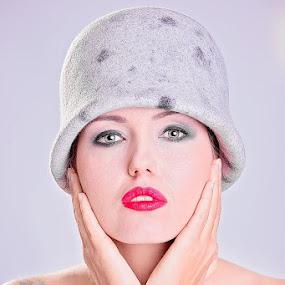 Margit by Szymon Stasiak - People Fashion ( colour fashion women portraits )