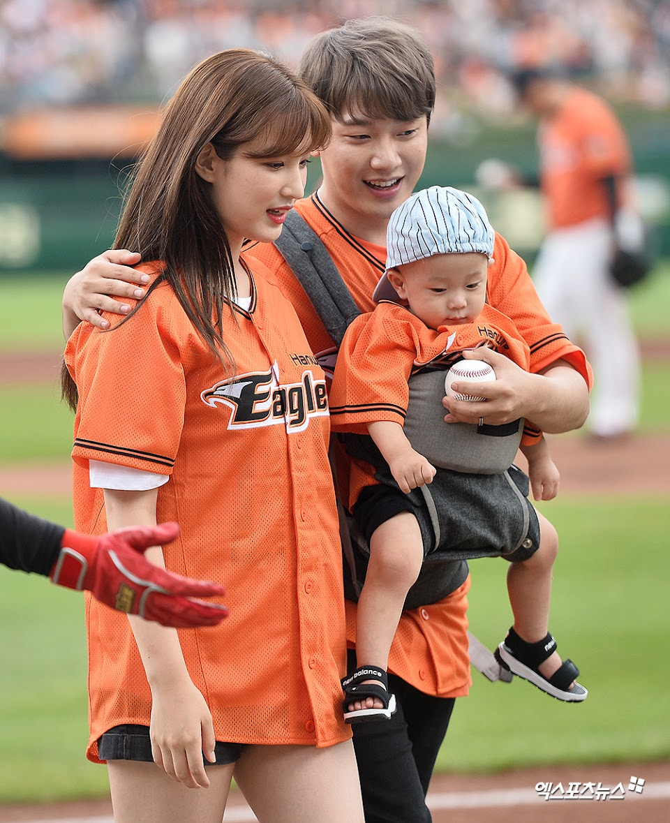 minhwan with wife and son