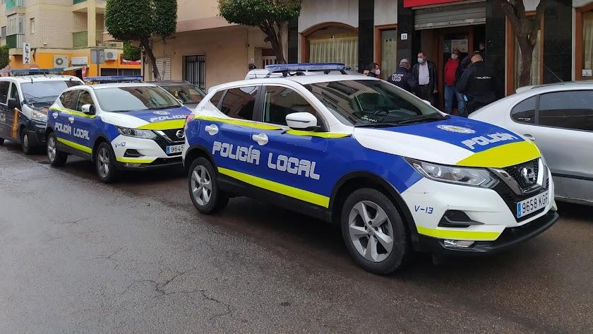 Policía Local de El Ejido durante una de sus actuaciones.