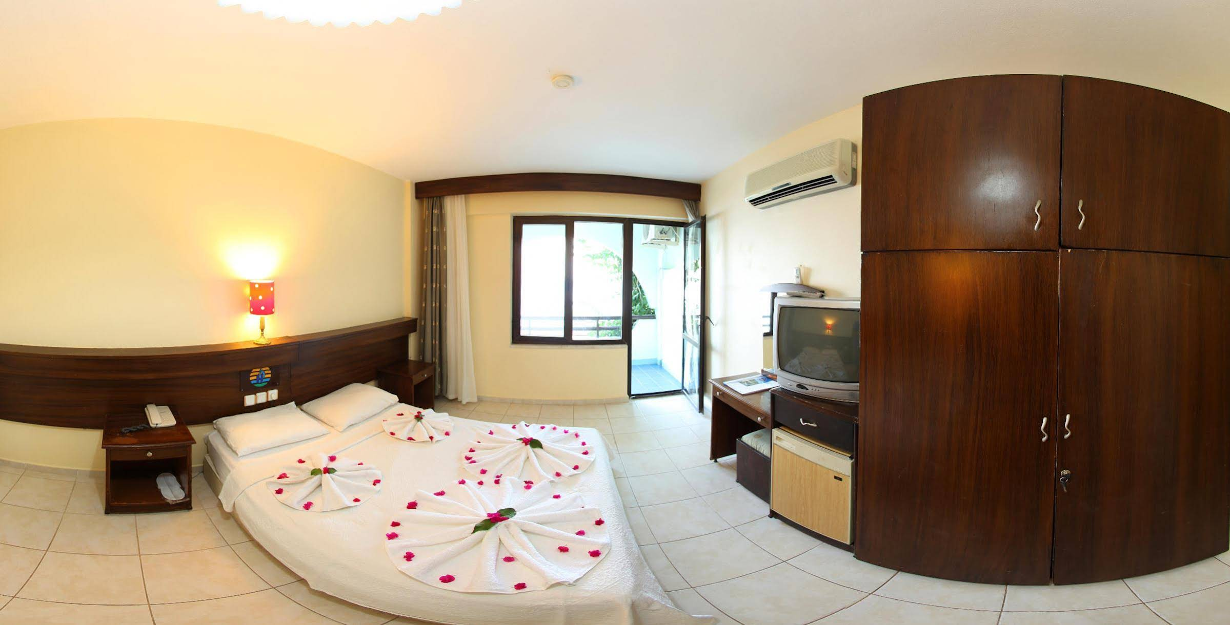 Oz-Can Hotel & Family Suites