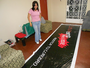 Photo: me and the banner for the event! Thanks GNOME <3