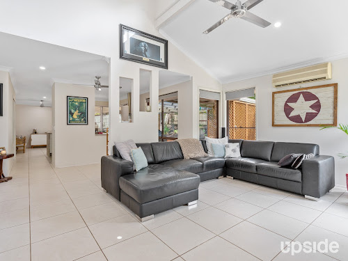 Photo of property at 2 Valentino Close, Parkwood 4214
