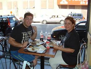 Photo: Almorzando en un restaurante arabe que segun dice la minoria mayoritaria en Montreal