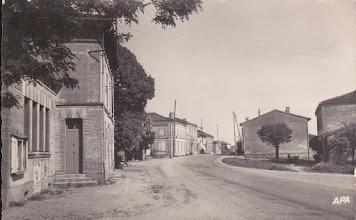 Photo: Orgueil (82) - Le centre du village au début des années 60 - Carte postée le 14/08/1965 à destination de Mr le secrétaire de l'Union des Anciens Combattants Président des Poilus à Montauban