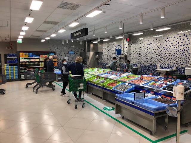 Interior de la nueva tienda de Mercadona en Berja.