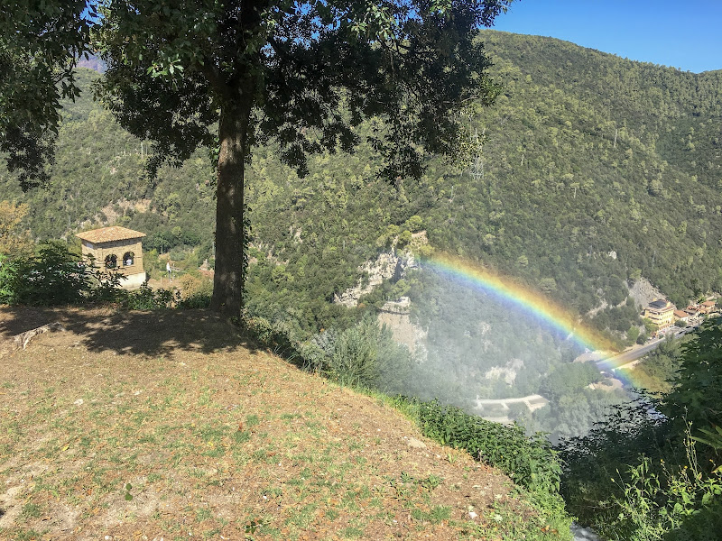 Arcobaleno tra le montagne  di antonio_toscano