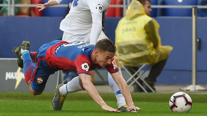 Падение Чалова, забившего гол в матче против Локомотива