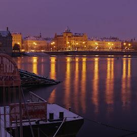Zimní kotviště ... by Miloš Stanko - Buildings & Architecture Other Exteriors ( voda, noc, praha, vltava, světla )