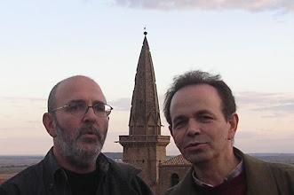 Photo: Javier Serrano y Máximo Olóriz cantando gregoriano en lo alto del castillo de Olite