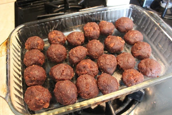 Form into 1 1/2 inch balls. Refrigerate until firm.