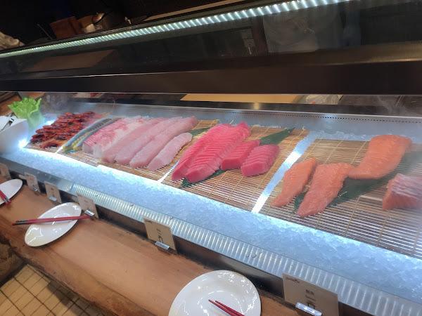 蠻好吃的,跟其它飯店比較起來品項不算多。但東西是好吃的,螃蟹真的很棒。日本A5和牛是一人一份的,吃起來跟自助的和牛就有很明顯的差距。