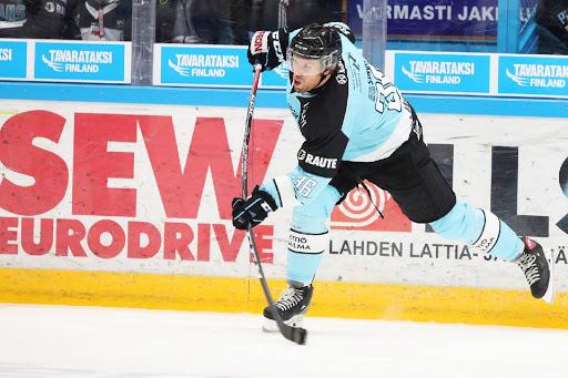 Topi Jaakola on merkkauttanut kauden 14 ottelussaan tehot 2+4=6. (Kuva: Tomi Natri)
