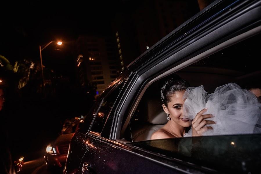 Wedding photographer Víctor Martí (victormarti). Photo of 26.01.2017