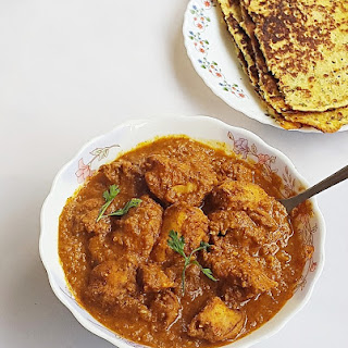 Chicken almond korma recipe - Chicken cooked in a spicy almond, tomatoes and coconut gravy