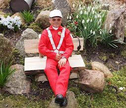 """Photo: Cabi + Ronald Richter  Germany   """"Klein Ronald"""" genießt die Frühlingssonne im Steingarten und wartet voller Spannung auf die Fertigstellung seiner Kruk!"""