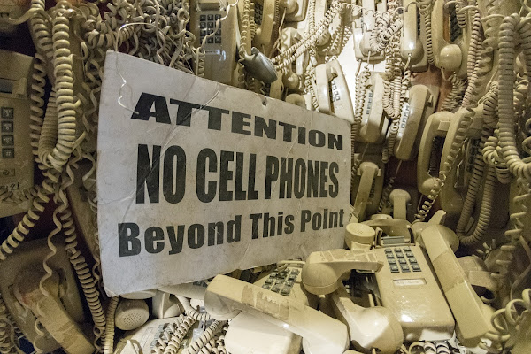 No Cellular phones di Andrea Izzotti