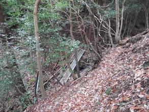 右下に別の巡視路からの道(鉄橋)