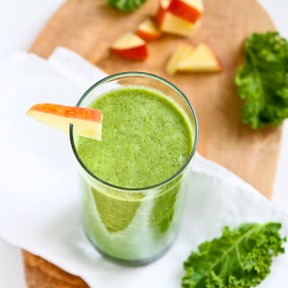 Kale & Apple Green Smoothie Recipe {Vegan}.
