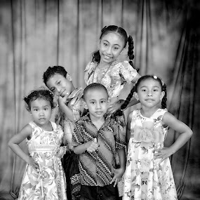 in action  by Gideon Sooai - People Family