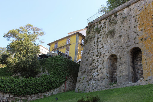 Virtudes Wall and manor-house.