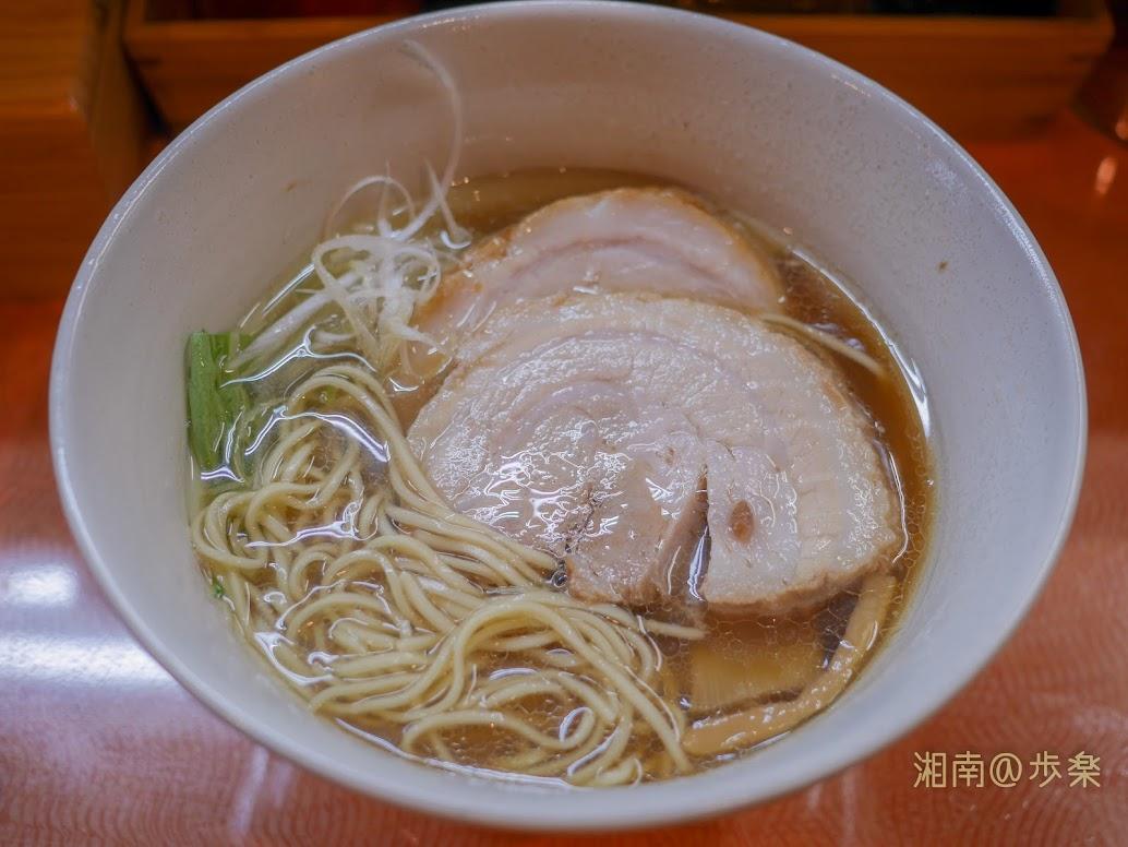 らうめん梵 煮干しの拉麵@750+チャーシュー1枚@100 フレッシュな水菜とシャキシャキ白髪葱は共にスープに合う