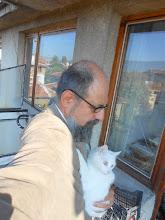 Photo: Con mi gata, fiel compañera de silencios.