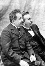 Photo: Os irmãos Lumière: Auguste e Louis Lumière na foto mais famosa dos inventores do cinema.  http://filmesclassicos.podbean.com
