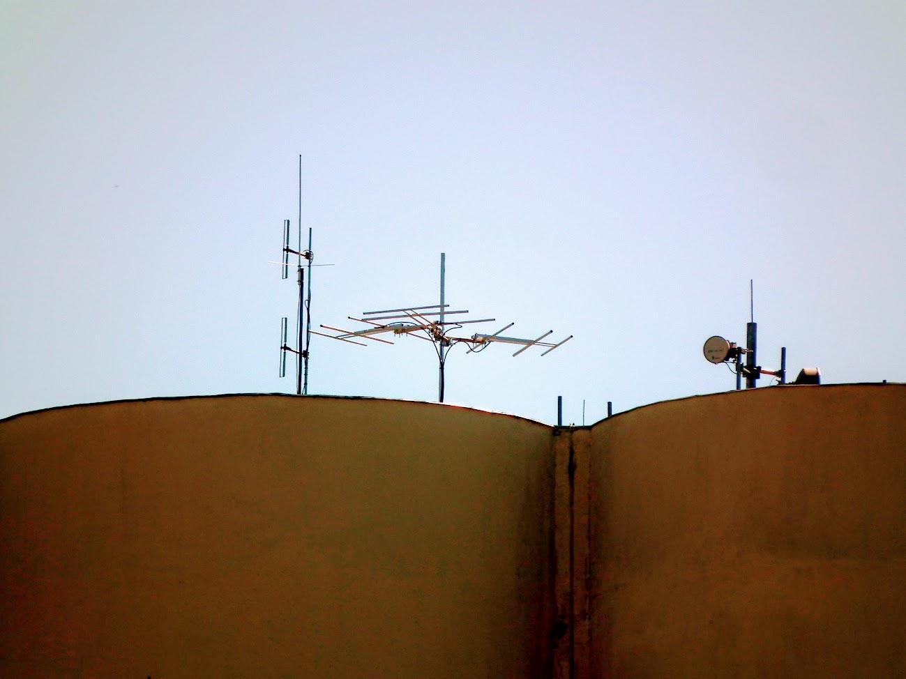Cegléd/gabonatároló - helyi URH-FM adóállomás