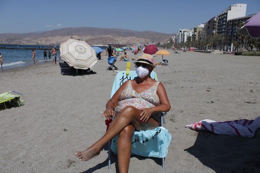 La almeriense Maribel Cejudo disfrutando de la playa.