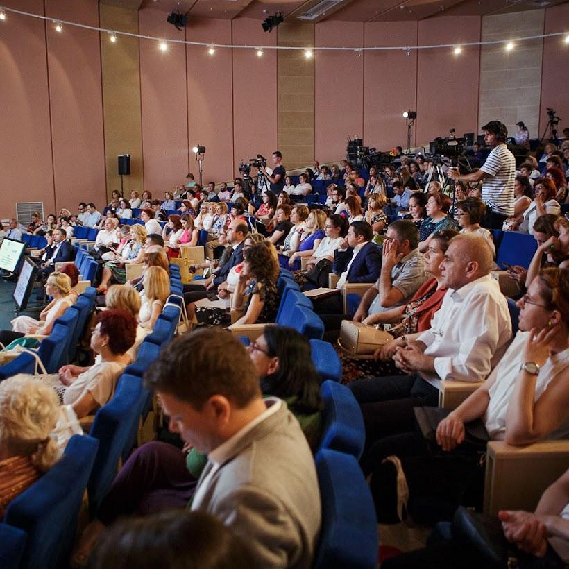 scoala-romaneasca-la-granita-dintre-traditie-si-inovare-prin-tehnologie-116