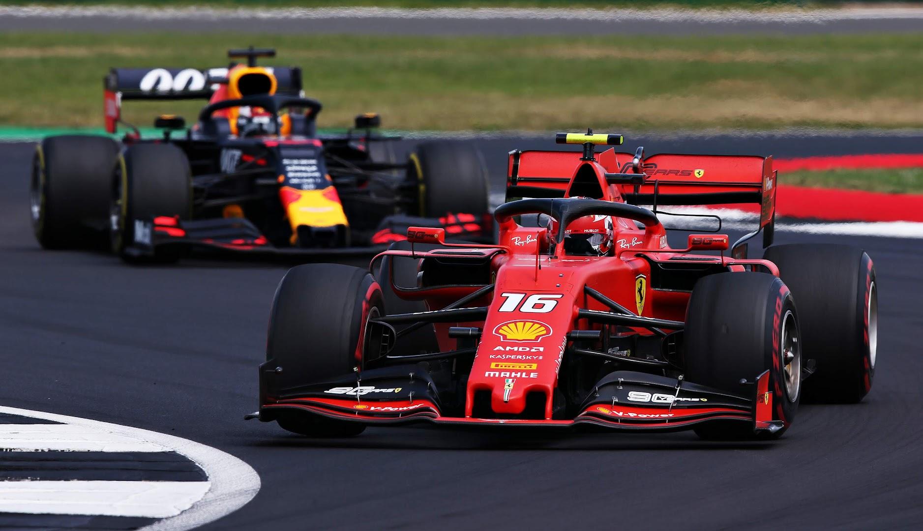 F1第10戦イギリスGPルクレールとバトルするフェルスタッペン