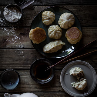 Pan-fried pork and chives buns (About 15 small buns)