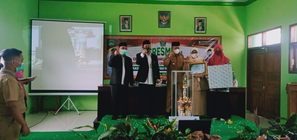 "Launching Buku ""Jejak Inspirasi"" MTsN 2 Ponorogo"