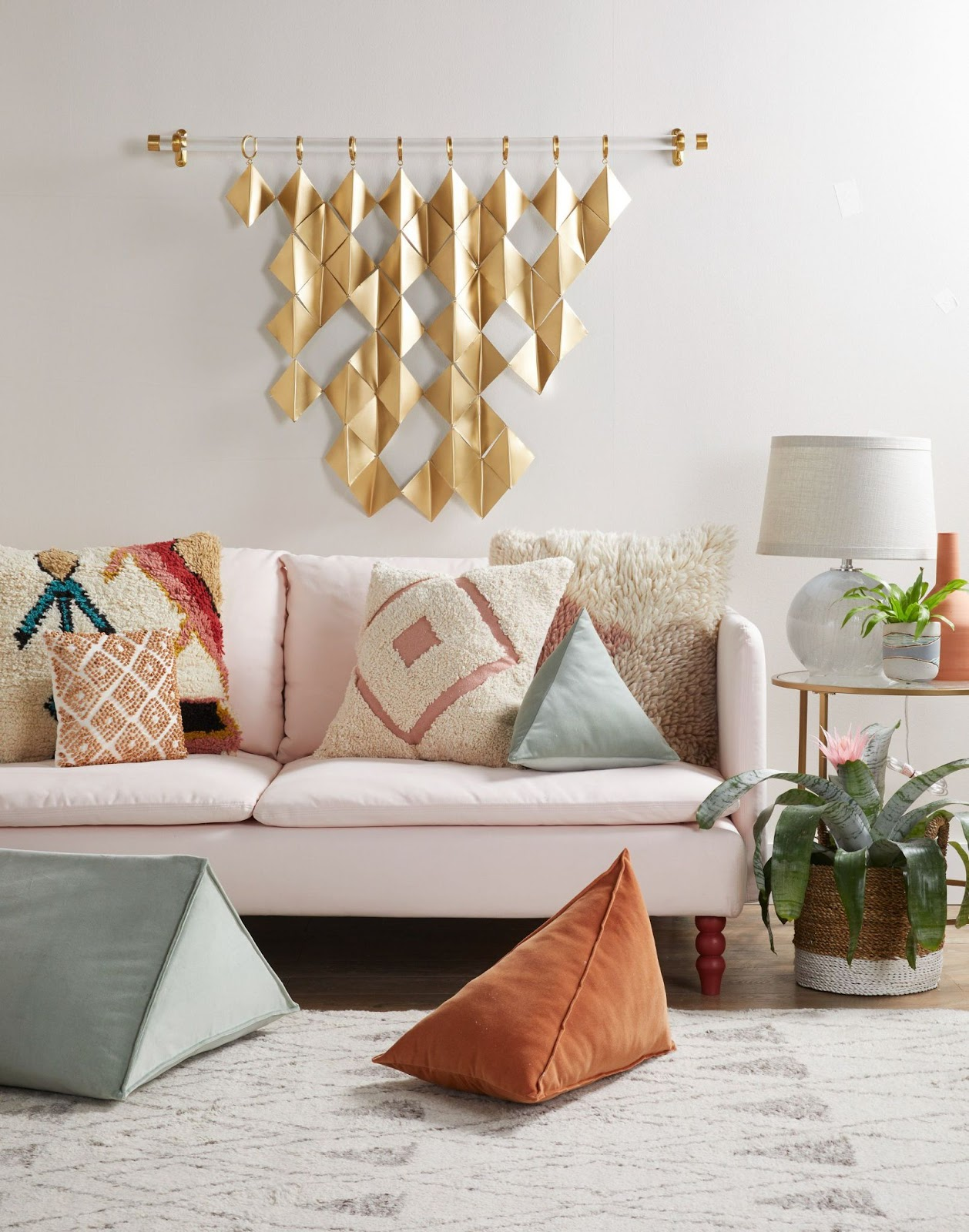 Unique Pieces To Enhance The Overall Appeal For Living Room Wall