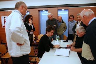 Photo: Tullio FRAGIACOMO legge il portfolio di Lorenzo ZOPPOLATO