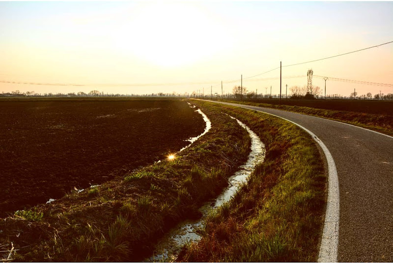 Countryside on the road di 23reby09