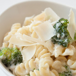10 Minute Lighter Alfredo Sauce.