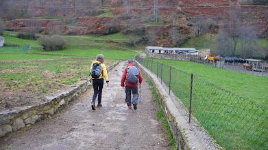 Photo: En el cercano pueblo de Soto de Valdeón nos desviamos hacia la derecha por la ladera ascendente