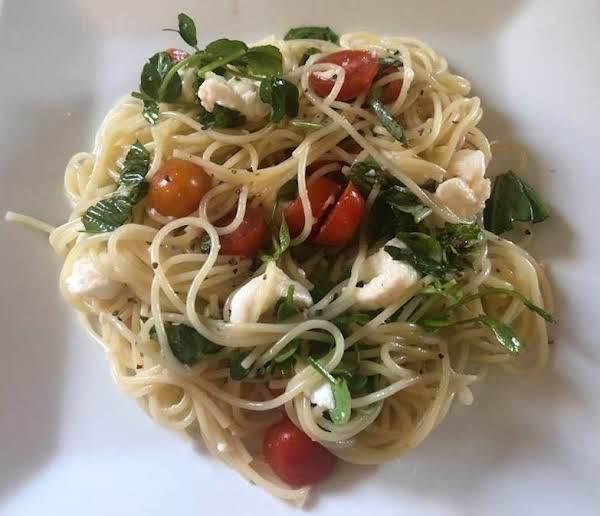Pasta Salad W Garlic & Olive Oil Marinated Tomato