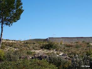 Photo: Dipòsit d'aigua per a incendis. Al fons els molins de la Serra de l'Argentera.