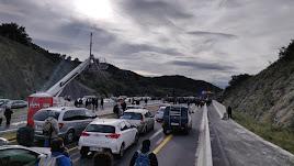 Manifestantes cortan la vía que une España y Francia.