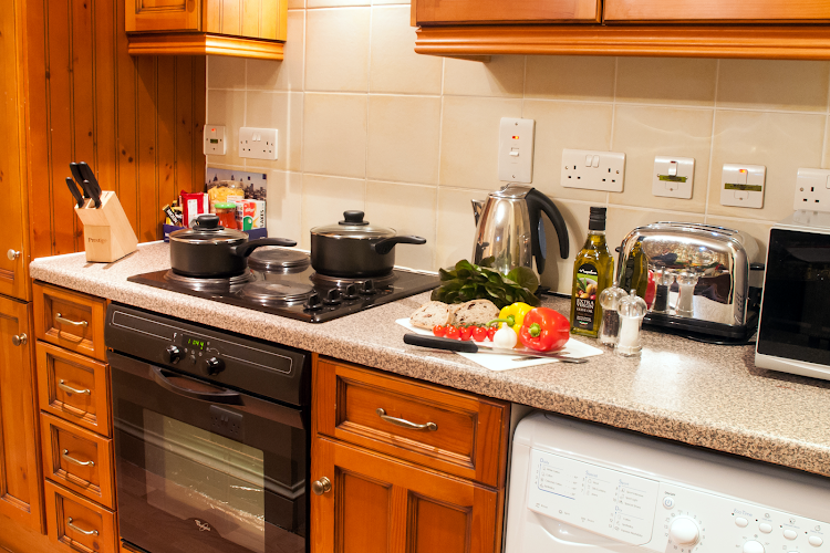 Fully equipped kitchen at Wraysbury Hall Apartments