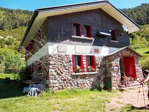 Photo: Magnifique apparition ,digne d'une maison de Poupée:Refuge de Sant Jordi,et sa sympathique hotesse