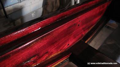 Photo: Le padouk tout frais, ça dégage ! Mais il deviendra brun foncé sous l'effet des UVs.
