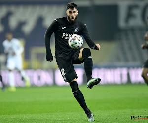 Elias Cobbaut gaat knullig in de fout bij Parma