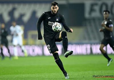 """Cobbaut na zes maanden weer op het veld en Kompany heeft weer meer opties: """"Kalm aan de bal en kan passes tussen de lijnen geven"""""""