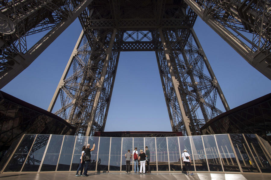 Первый этаж Эйфелевой башни